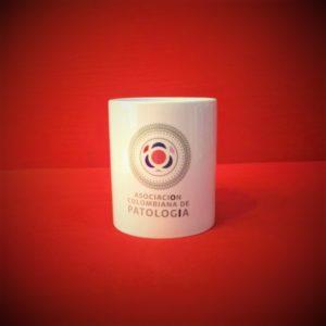 Mug Blanco Asocolpat regalos para patologos